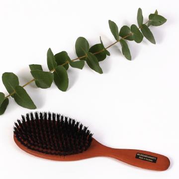 drevená kefa na vlasy