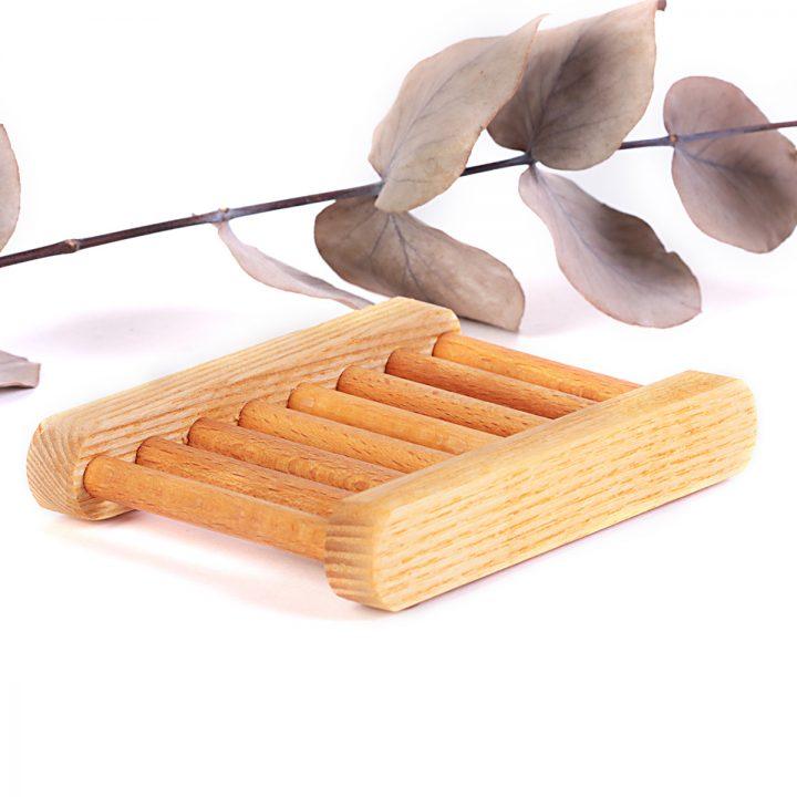 drevená eko mydelnička ošetrená včelým voskom