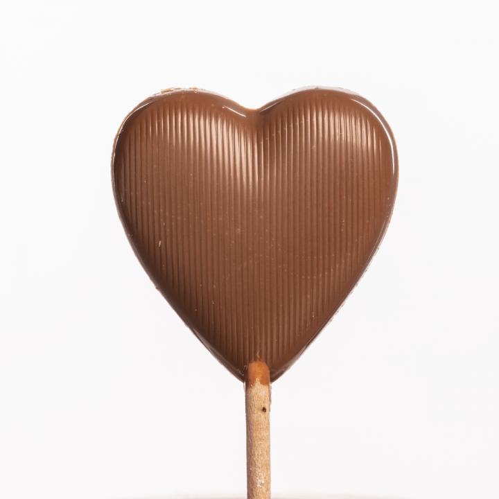 česká remeselná čokoládovňa Janek lízatko mliečna čokoláda srdiečko