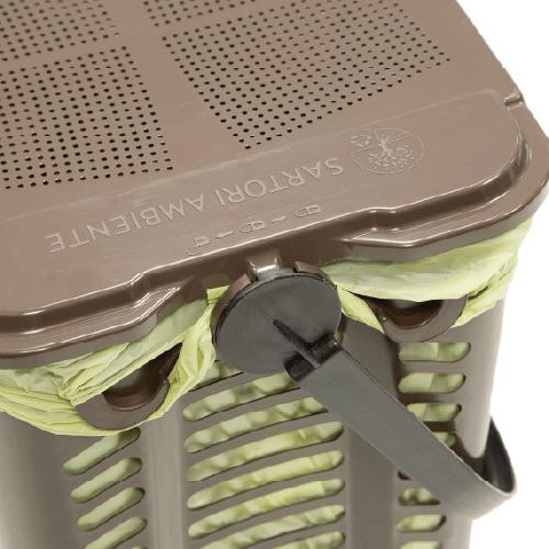 košík na bio-odpad s vreckom zatvorený