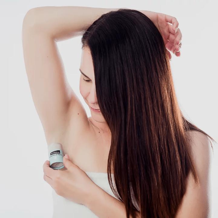 prírodný deodorant Mydlove CITRUS - BOROVICA - aplikácia