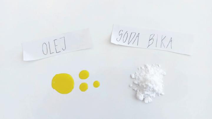 Domáci odnálepkovač - sóda bikarbóna & olej na odstraňovanie etikiet
