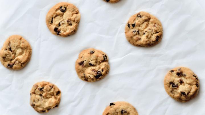 Americké cookies s arašidovým maslom a čokoládou